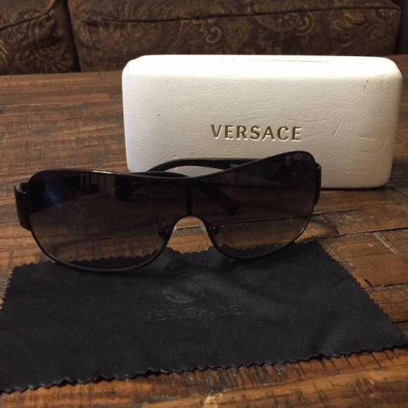 453a1cddc4f8 Women's Versace sunglasses. M_5c60b0e6c89e1d788a0e3f69